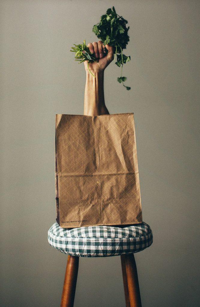 Papierowe torebki na kanapki do pracy i szkoły też spisują się naprawdę spoko:)